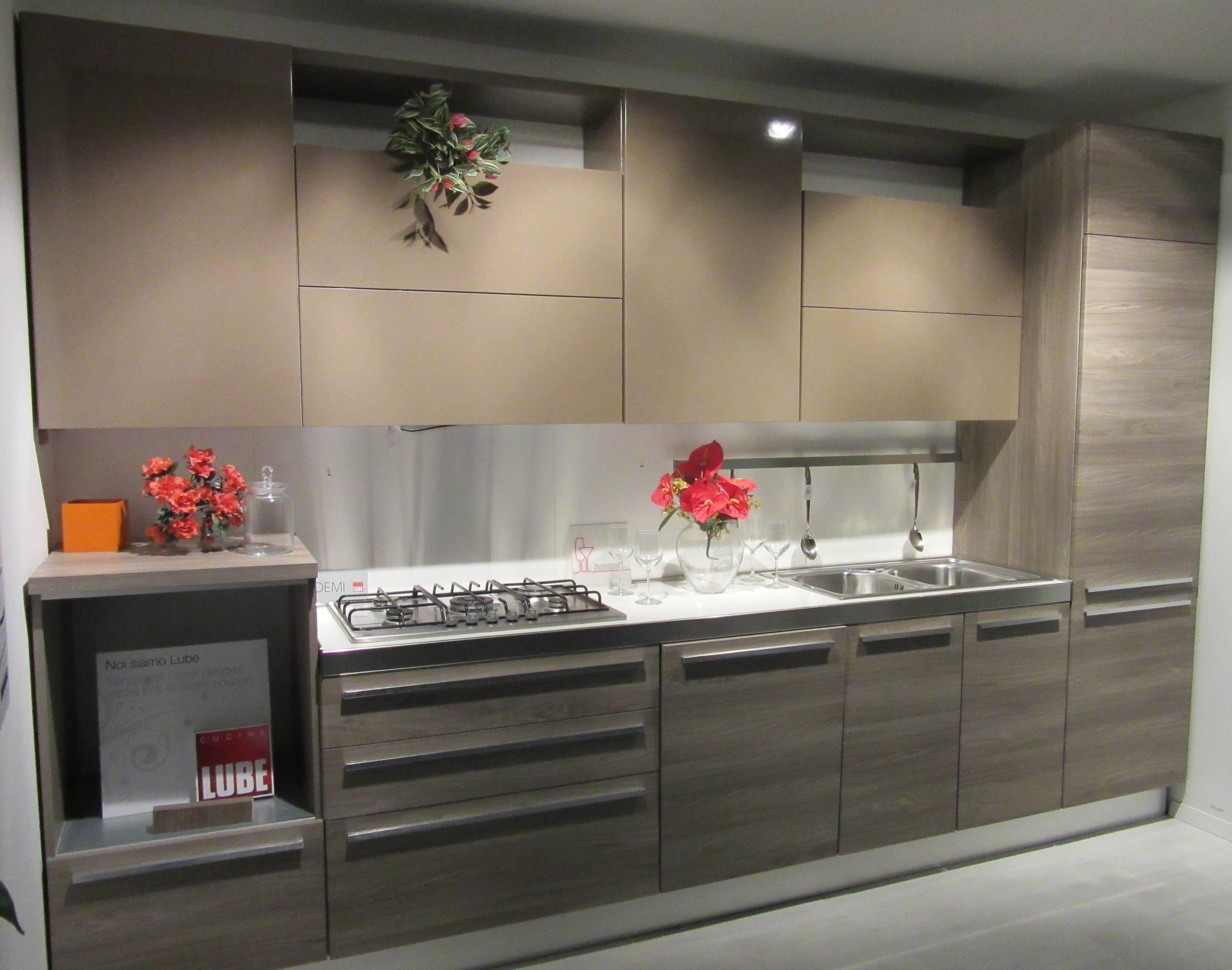 Cucina con due colori crema cucine mondo convenienza - Mobili lube prezzi ...