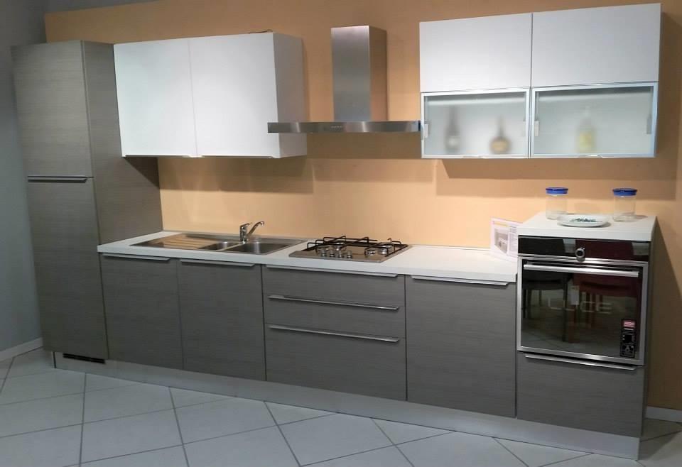 Cucina lube cucine odessa cucine a prezzi scontati for Cucina 4 metri lineari prezzi