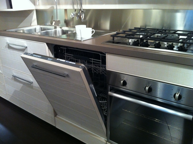 Cucina lube in offerta 9343 cucine a prezzi scontati for Cucine di marca in offerta