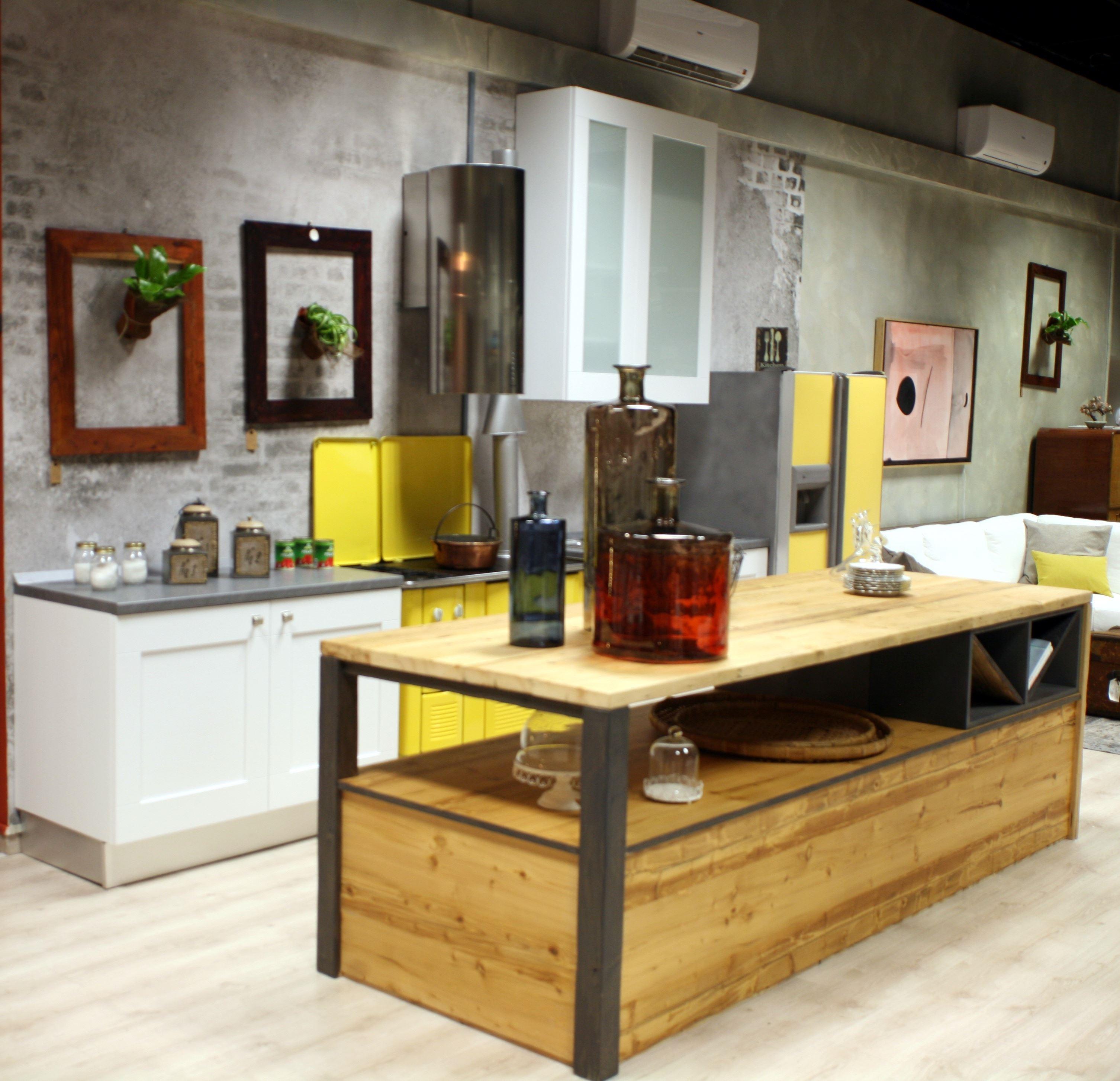 Offerta Cucina Lube Mod. Gallery In Frassino Bianco Con Isola Stile  #B4A417 3012 2908 Arredo Cucina Stile Industriale