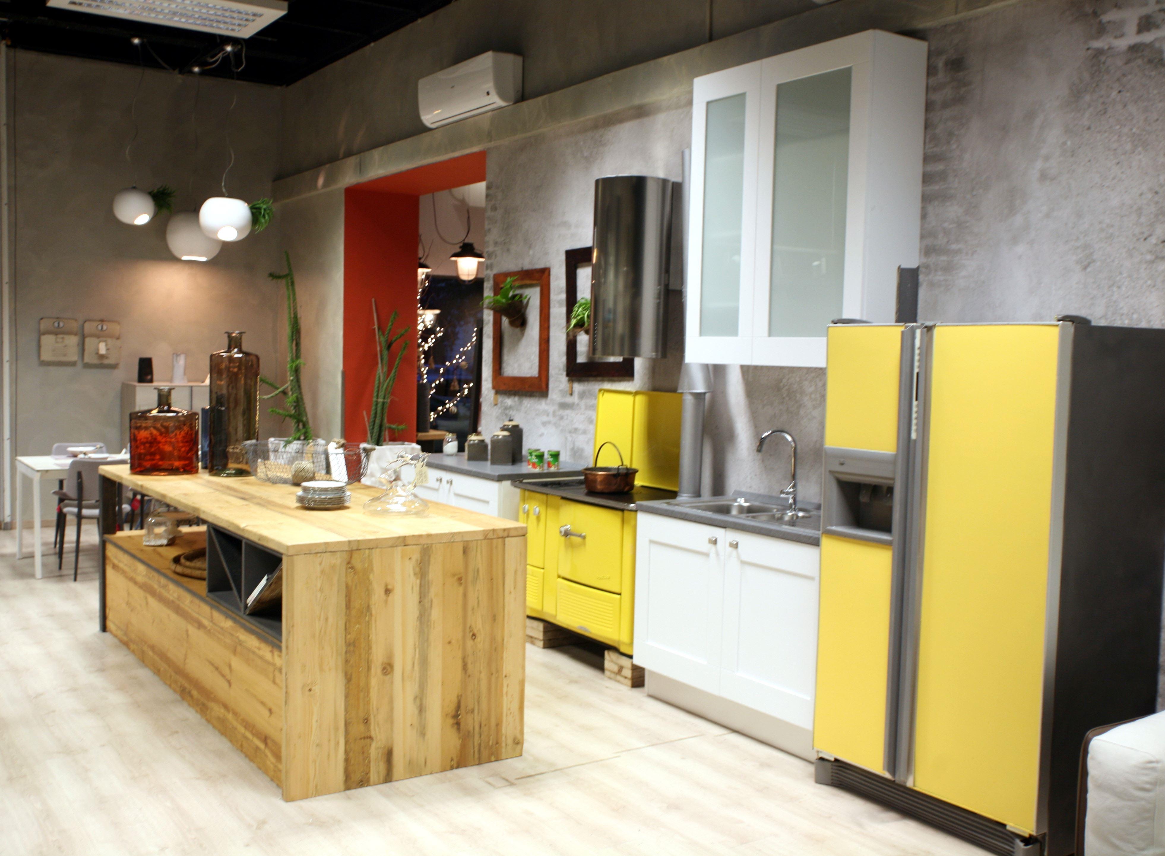 Tavoli Da Cucina In Legno: Cucina su misura in noce. noce nazionale e ...