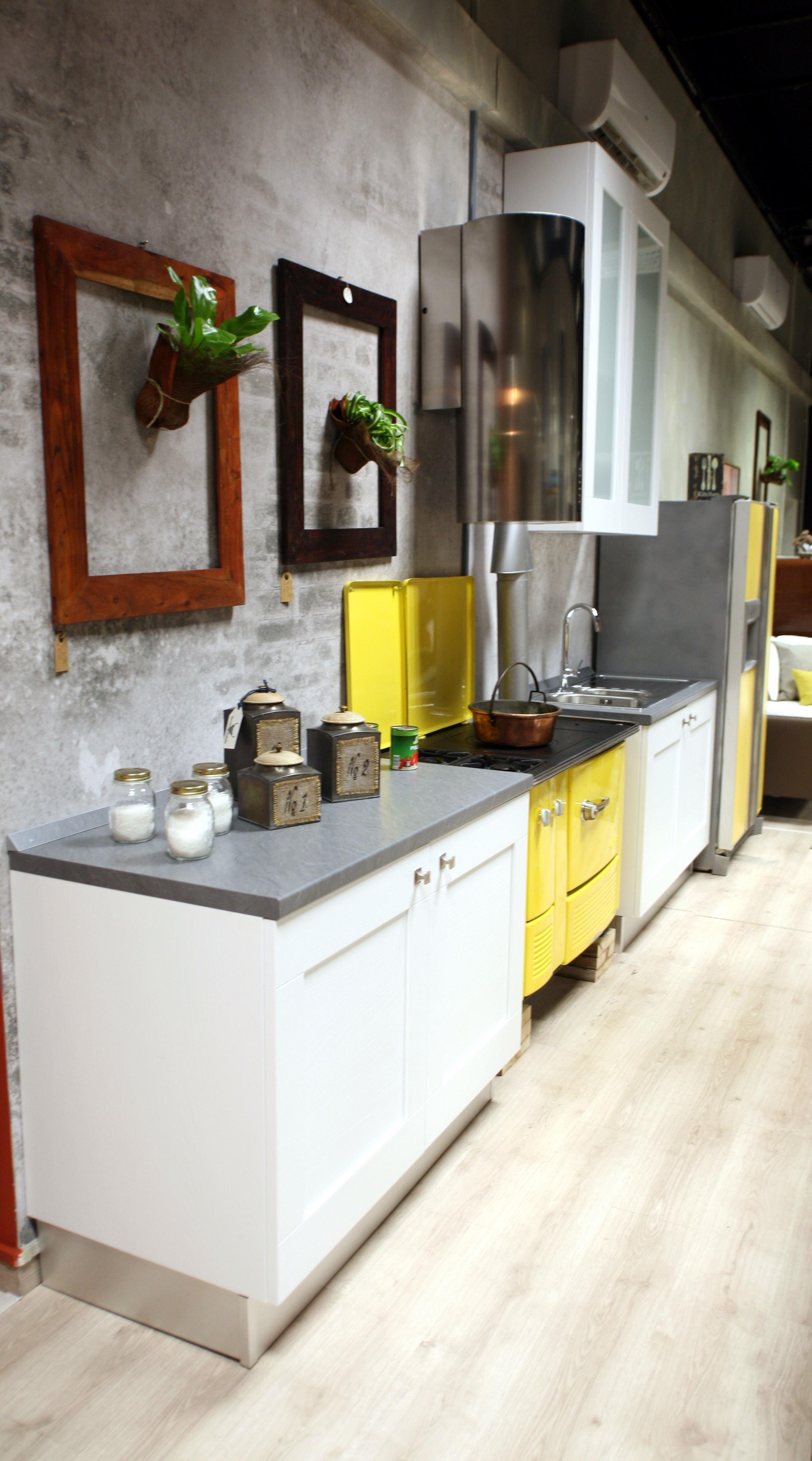 Offerta Cucina Lube Mod. Gallery in Frassino Bianco con Isola Stile Industrial Scontata del 40 % ...