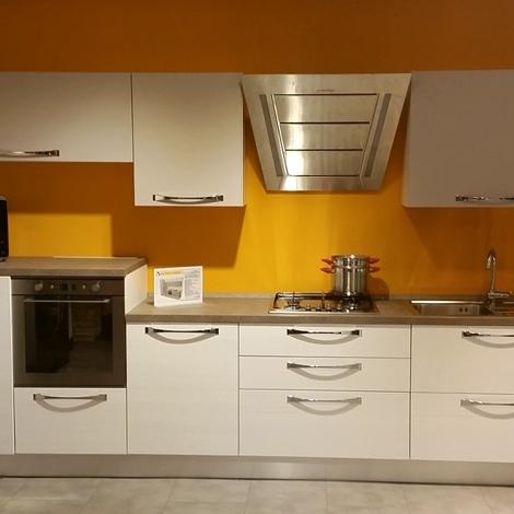 Cucina lube mod nilde sottocosto cucine a prezzi scontati for Cucine sottocosto
