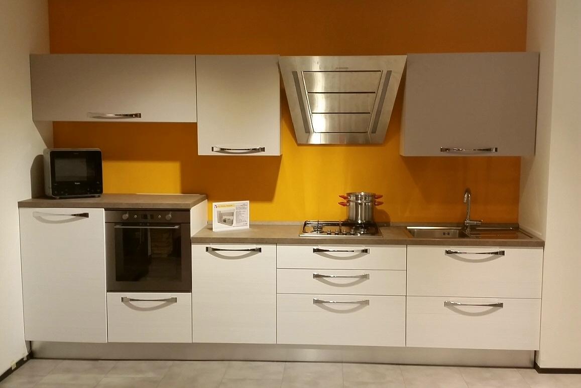 Cucina lube mod nilde sottocosto cucine a prezzi scontati for Lube cucine prezzi