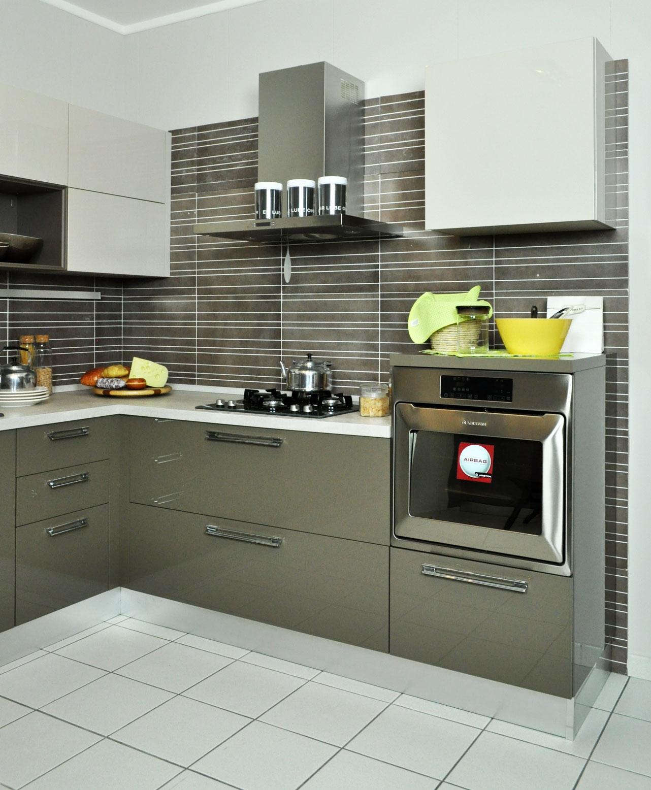 Cucina lube modello martina angolare laccata lucida e - Pensili cucina prezzi ...