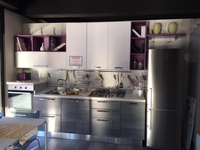Cucine Bianco Grigio: Cucina bianca lucida con top bianco avienix ...