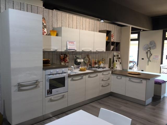 Emejing Cucina Lube Modello Noemi Prezzo Contemporary - Home ...