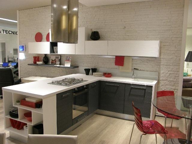Cucina lube moderna con penisola modello adele scontata - Cucine in muratura con penisola ...