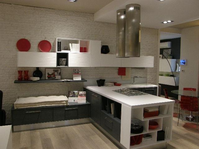 Cucina lube moderna con penisola modello adele scontata del 50 cucine a prezzi scontati - Cucina moderna con penisola ...