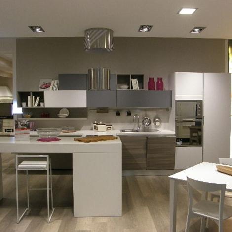 Cucina lube moderna con penisola modello essenza scontata - Cucina moderna con penisola ...