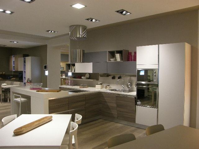 Cucine Con Isola Lube.Cucina Moderna Con Isola Cool Cucine Moderne Con Isola Mondo