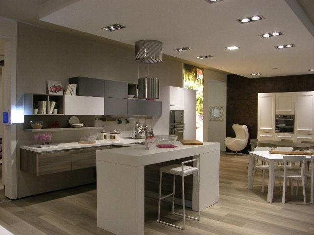 Cucina lube moderna con penisola modello essenza scontata - Cucine moderne con isola lube ...