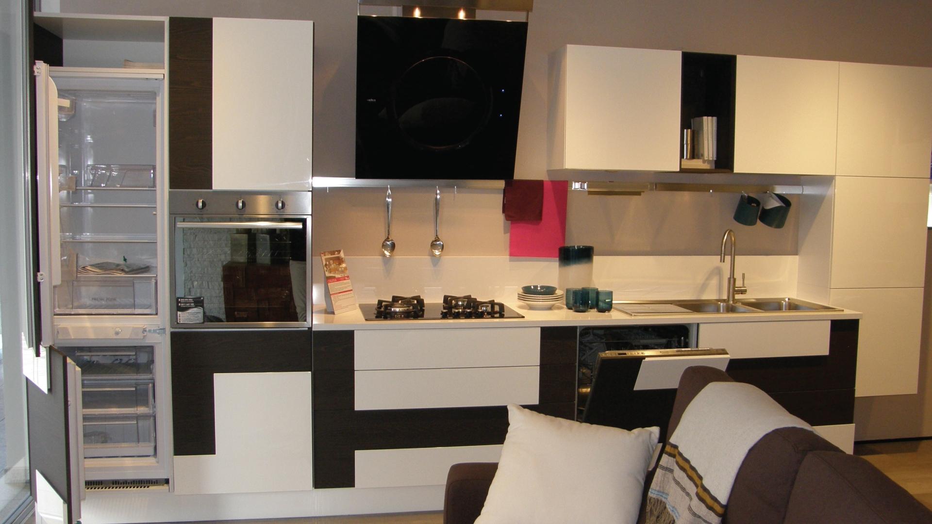Cucina LUBE Moderna Lineare Modello Creativa Scontata del 50 ...