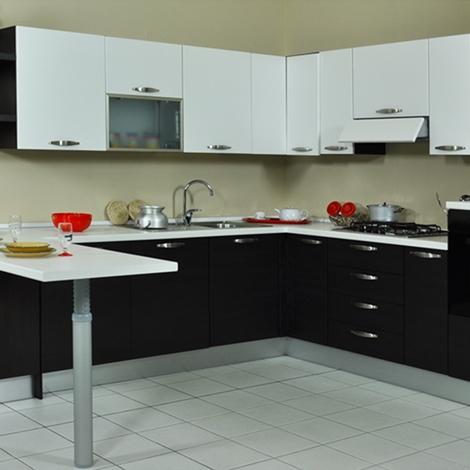 Cucina lube noemi ad angolo con penisola prezzo occasione - Cucine con piano cottura ad angolo ...