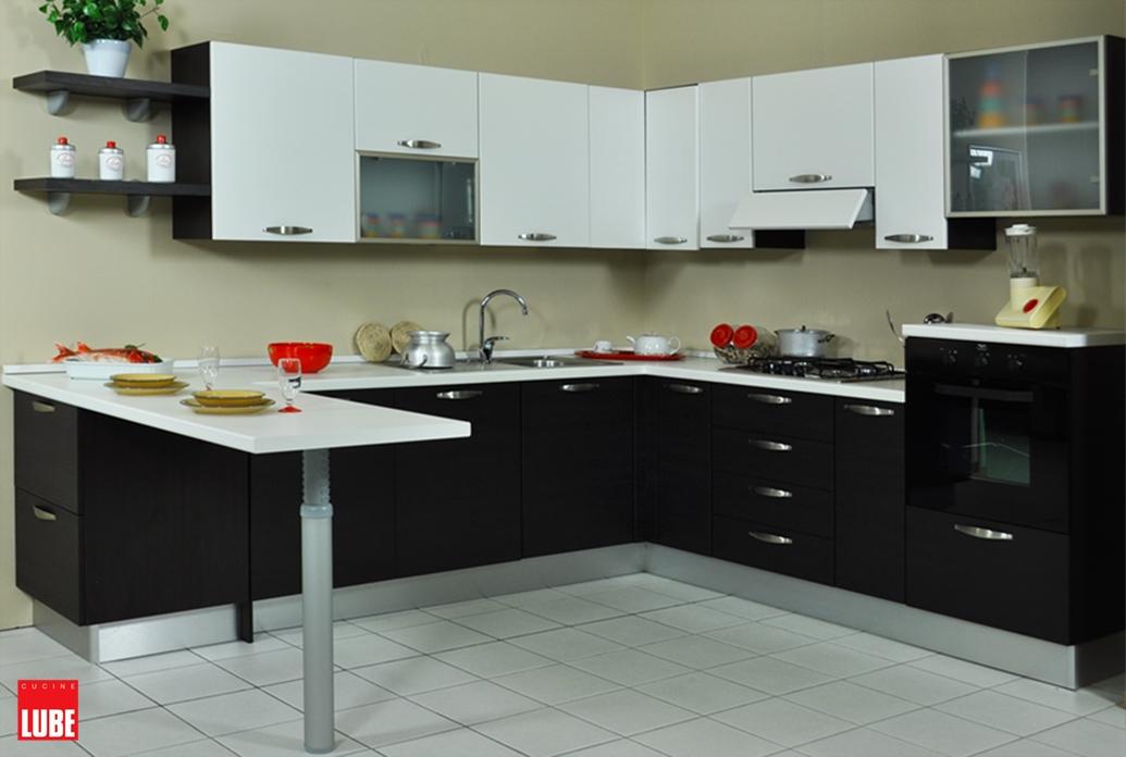 Cucina lube noemi ad angolo con penisola prezzo occasione for Cucine moderne ad angolo