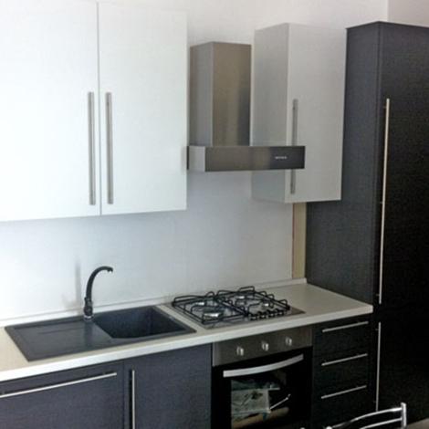 Cucina Lube lineare, finitura bianco e rovere grigio. Elettrodomestici ...