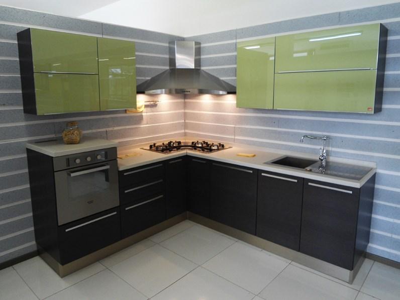Cucina lube pamela scontata del 61 cucine a prezzi - Disposizione cucina ad angolo ...