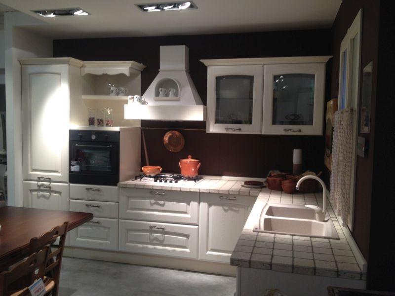 Cucina lube veronica scontata 50 classica legno massello for Cucina legno bianco