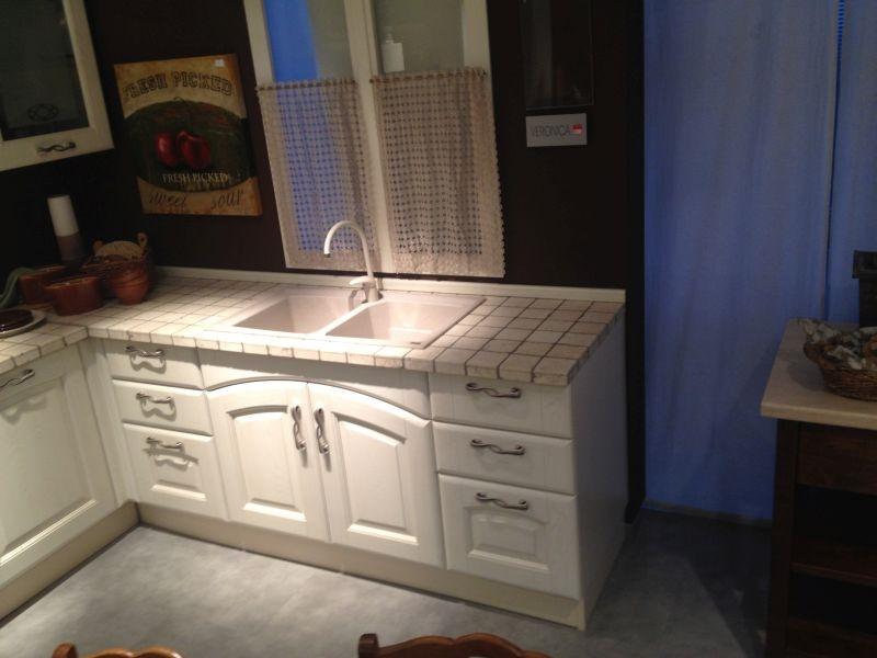 Cucina lube veronica scontata 50 classica legno massello for Cucine legno massello