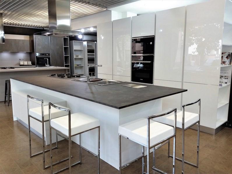 Cucina lucenta moderna bianca ad isola home cucine - Cucina ad isola ...