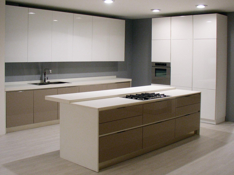 Cucina lucida in promozione cucine a prezzi scontati for Cucina moderna bianca lucida