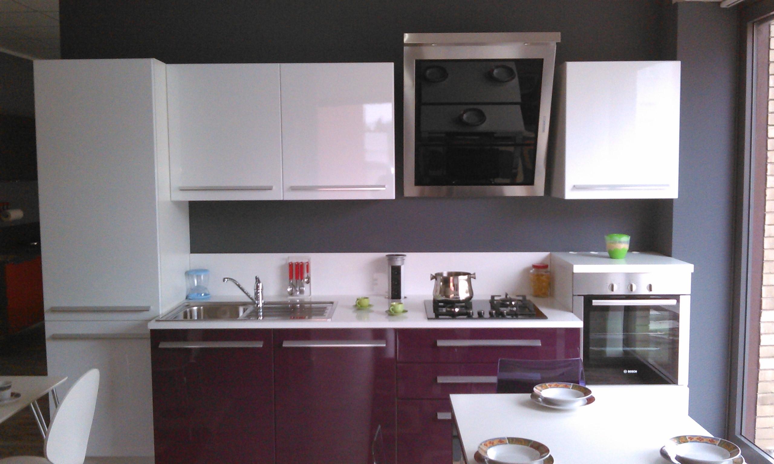 Stunning melanzana bianca cucina gallery embercreative - Cucina color melanzana ...