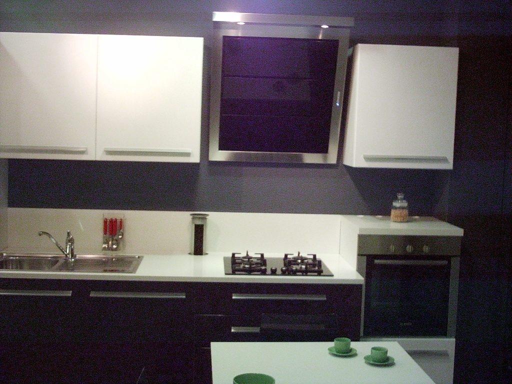 Stunning melanzana bianca cucina pictures home interior - Cucina color melanzana ...
