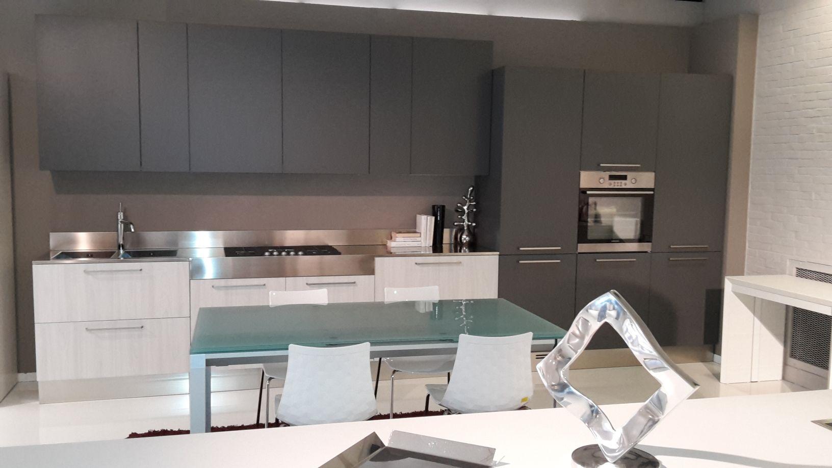 Cucina luna laminato olmo bianco e grigio grafite cucine - Cucina grigia colore pareti ...