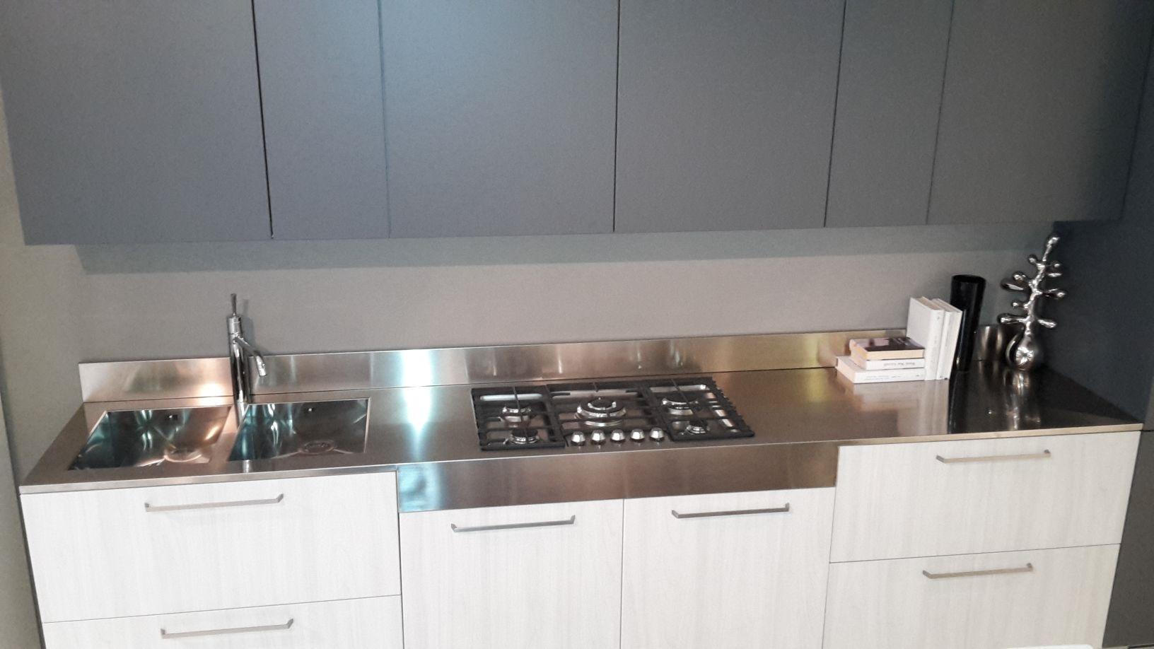 Cucina luna laminato olmo bianco e grigio grafite cucine for Cucina luna arredo3 prezzi