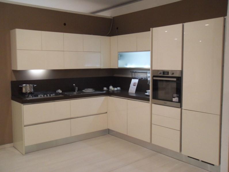 Cucina magnolia moderna ad angolo veronica avorio lucido mobilegno cucine in offerta outlet - Cucine moderne ad angolo prezzi ...