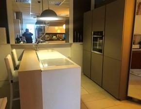 Cucina Maistri ad Isola con piano in Silestone