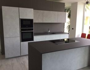 Cucina Maistri Arka6 In Finitura Malta Con Zona Cottura Ad Isola