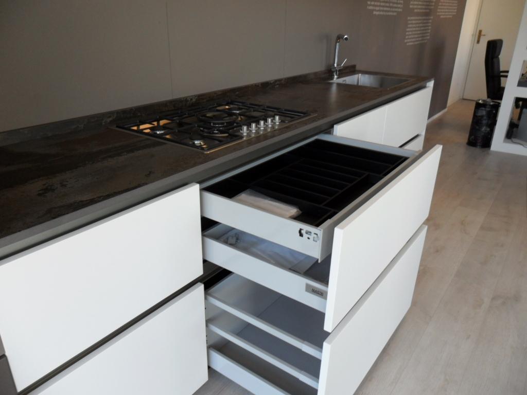 Cucina Maistri Arka6 laccata opaca con Top in Dekton ...