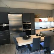 Cucina MEG  con isola-penisola  ed elettrodomestici Siemens-Bosch