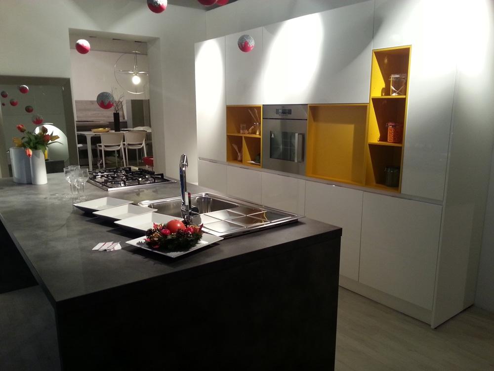 Cucina Bontempi Cucine Bontempi Moderna Laminato Lucido - Cucine a ...