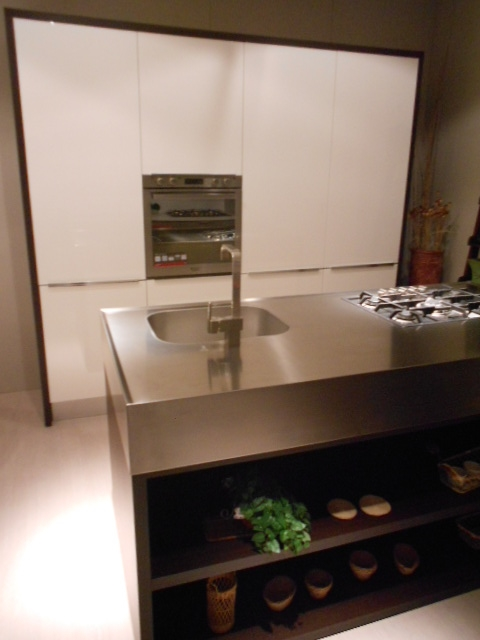 Cucina miton cucina con blocco isola attrezzata scontato for Cucina con isola cottura