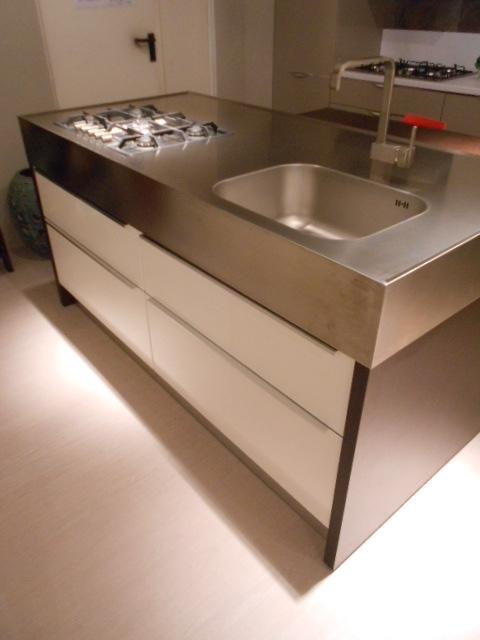 Cucina miton cucina con blocco isola attrezzata scontato for Isola cucina con rotelle