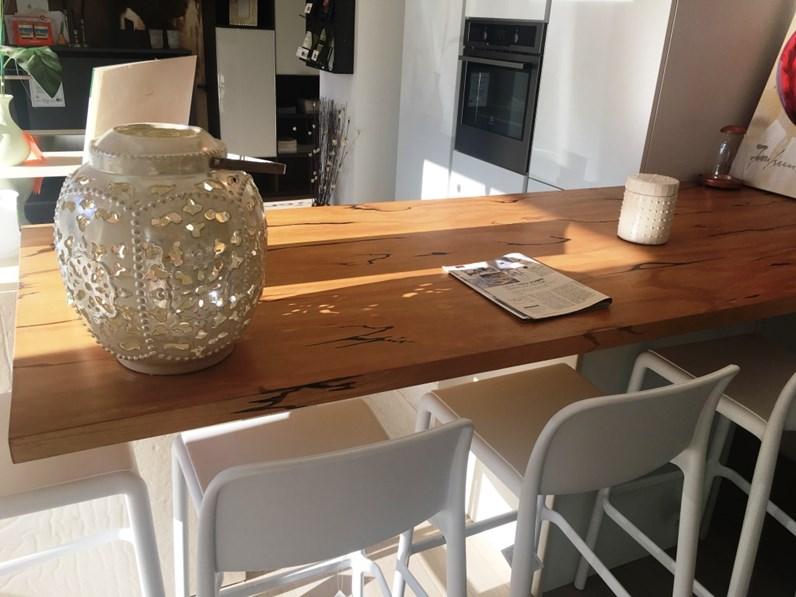 Cucina spagnol laccato opaco bianca con isola in japur