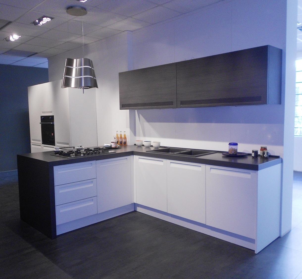 Cucina mod frida cesar cucine polimerico opaco scontata - Cucina bianco opaco ...