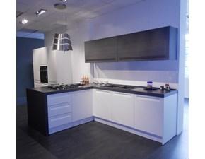 Cucina CESAR design mod.FRIDA in finitura polimerico bianco opaco, pensili con apertura saliscendi in finitura rovere grigio Offerta Outlet Mobilgross.