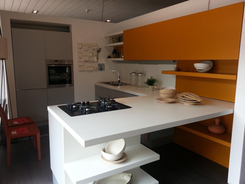 Cucine moderne con finestra for Offerte cucine trento
