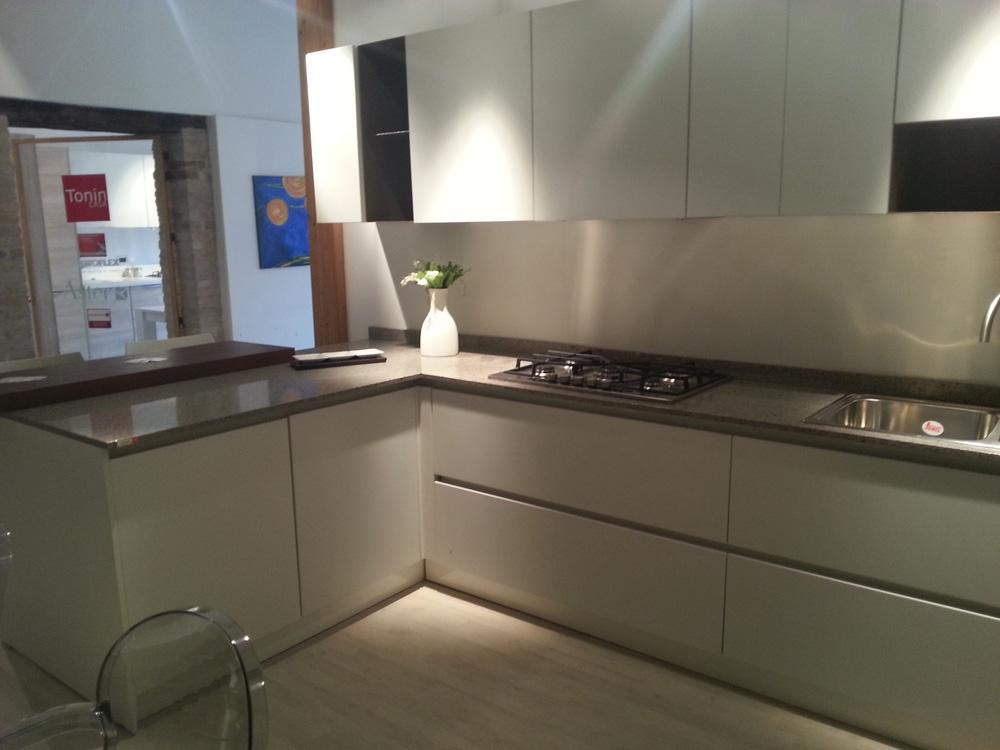 Cucina nova cucina moda moderna laccato opaco bianca - Cucina legno bianca ...