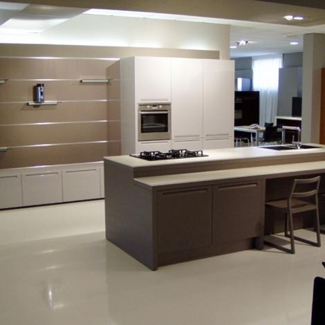 Cucina essenza laccato grigio perla e legno visone con - Cucine grigio perla ...