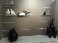 Cucina Essenza laccato grigio perla e legno visone con isola