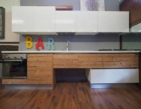 Cucina modello Cucina moderna lineare a sospesa  laccata bianca effetto rovere scuro in offerta     Nuovi mondi cucine PREZZO SCONTATO