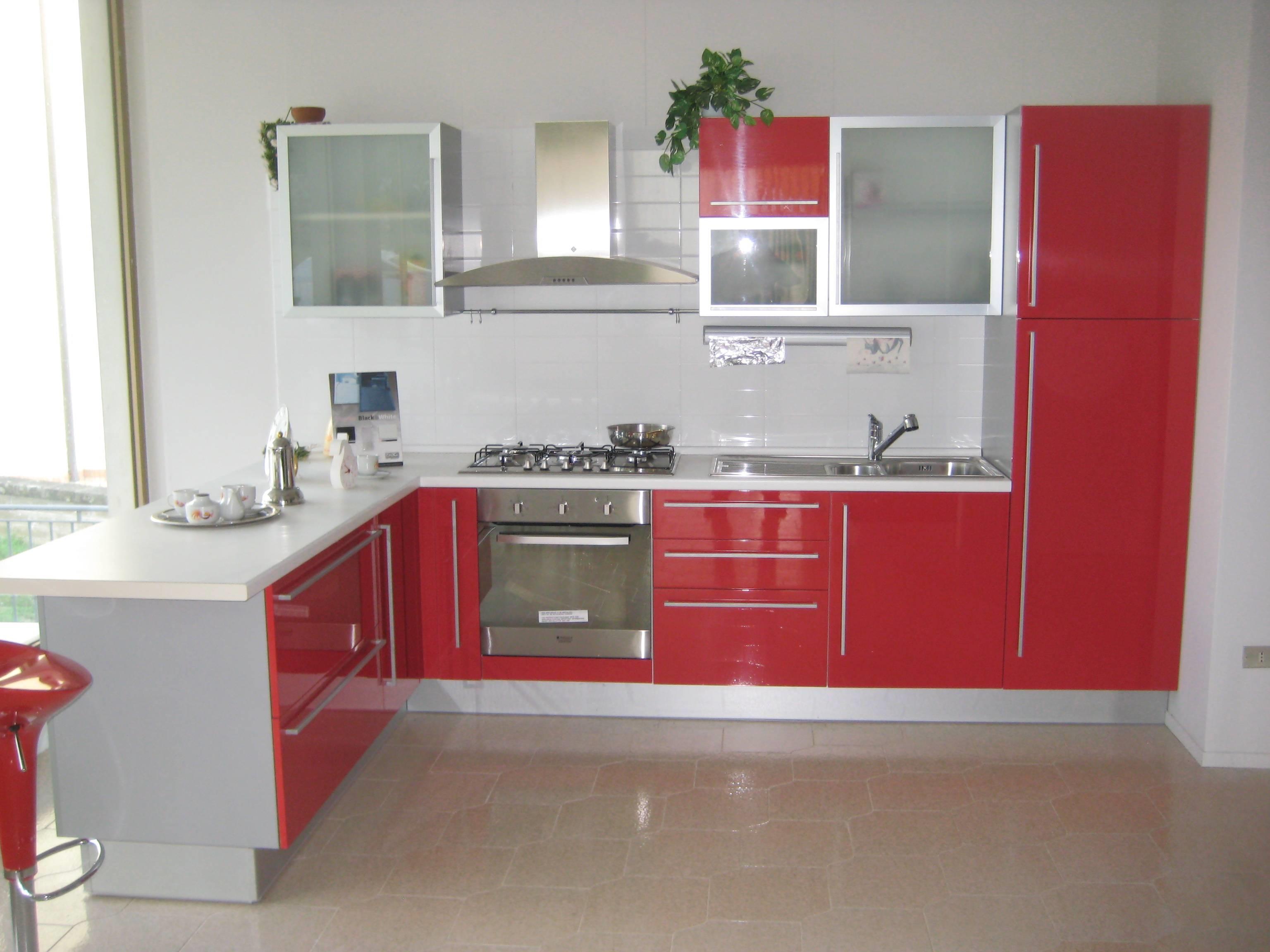 Cucina modello rodi marca del tongo ad laccata rosso cucine a prezzi - Cucine di marca ...