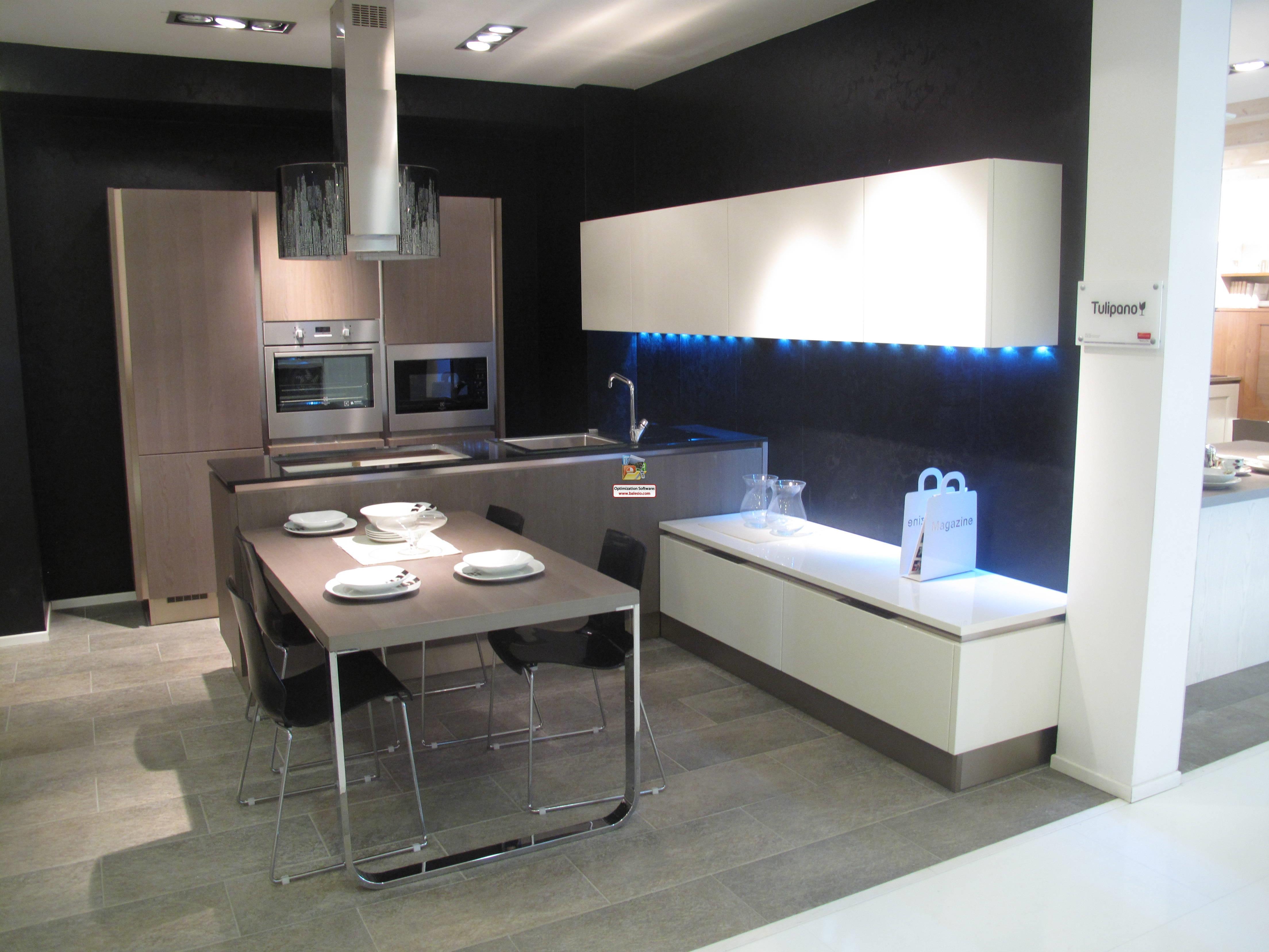 Veneta cucine cucina tulipano scontato del 60 cucine for Cucina a concetto aperta con isola