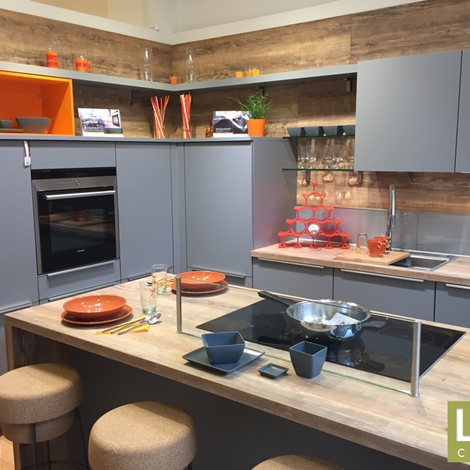 Cucina moderna a L con isola LiFE occasione scontata del 50 - Cucine a prezzi scontati