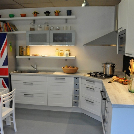 Cucina moderna ad angolo LiFE con anta a telaio scontata del 40 - Cucine a pr...