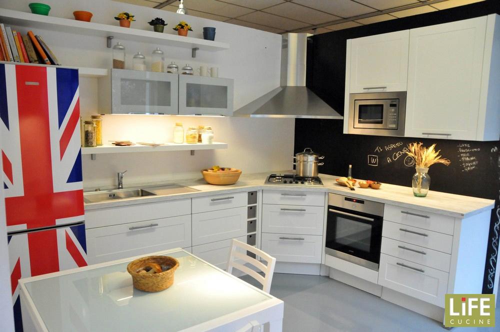 Cucina moderna ad angolo life con anta a telaio scontata del 40 cucine a prezzi scontati - Cucina ad angolo con finestra ...